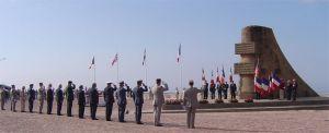 6 juin 2004 manifestation du 60ème anniversaire du débarquement au monument signal de St-Laurent-sur-Mer.