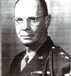 Major Général Walter M. ROBERTSON Commandant de la 2e Division.